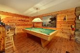 Spacious Cabin with Pool Table
