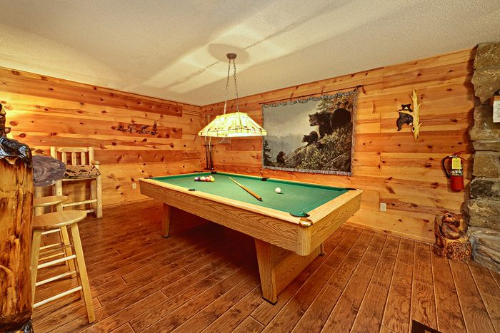 Spacious Cabin with Pool Table - Bears Den 2