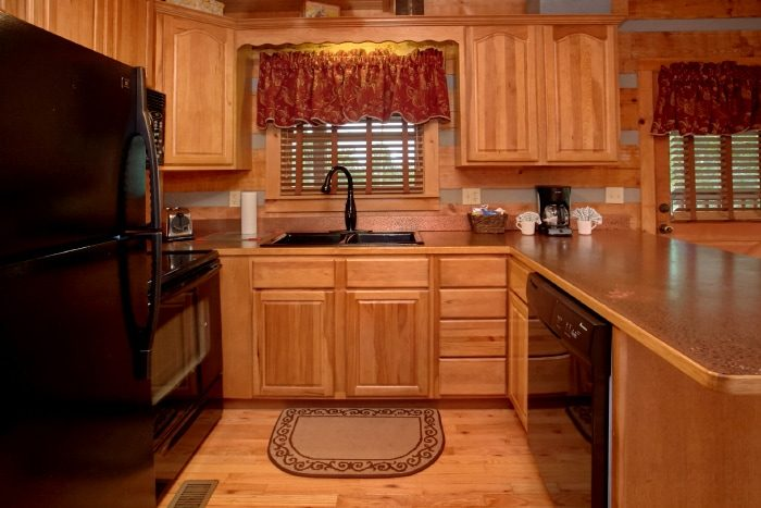 Cozy Cabin with Fully Stocked Kitchen - Bearway To Heaven
