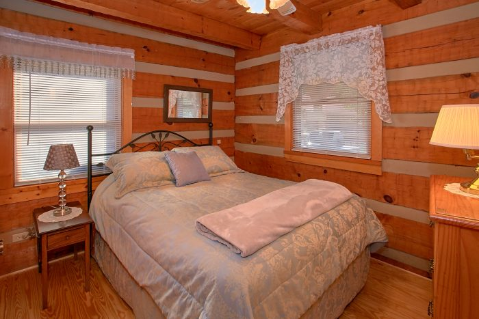 2 Bedroom Main Floor Bedroom Sleeps 6 - Beautiful Getaway