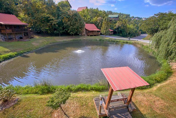 2 Bedroom Cabin Sleeps 6 with Pond - Beautiful Getaway