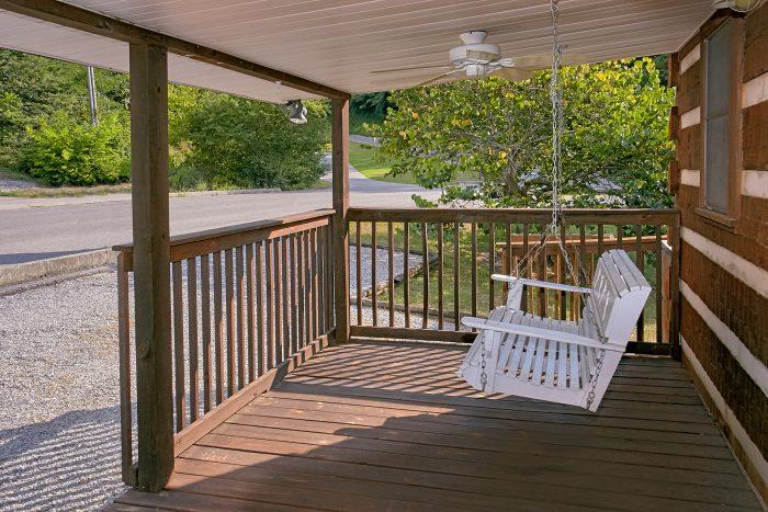 Relaxing Swing 2 Bedroom Cabin Sleeps 6 - Beautiful Getaway