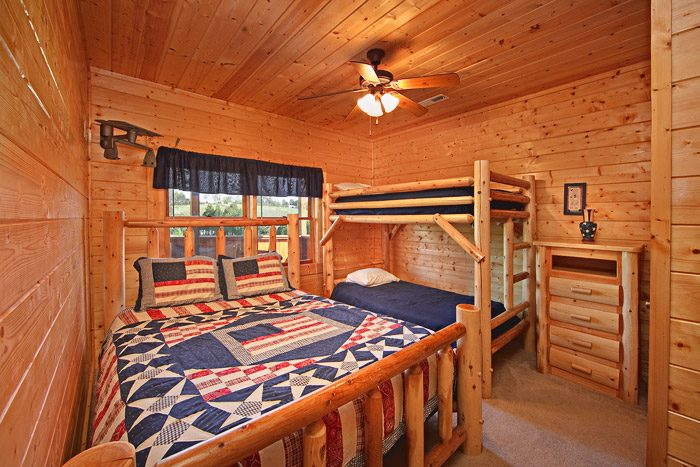 Queen Bedroom with Bunk Beds - Big Bear Lodge