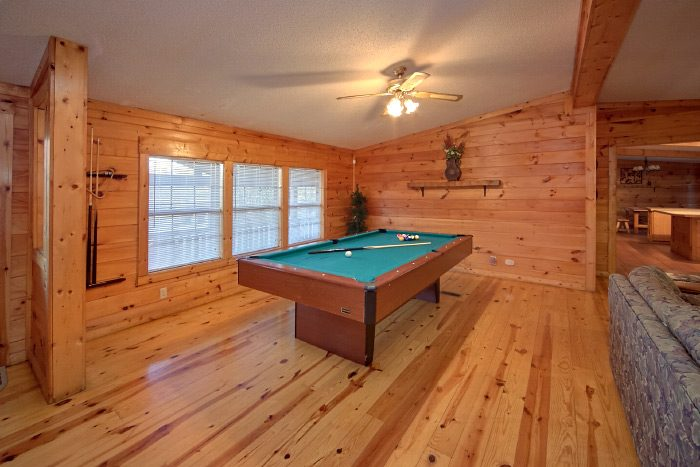 Pigeon Forge Cabin with Pool Table and 3 Bedroom - Lacey's Lodge