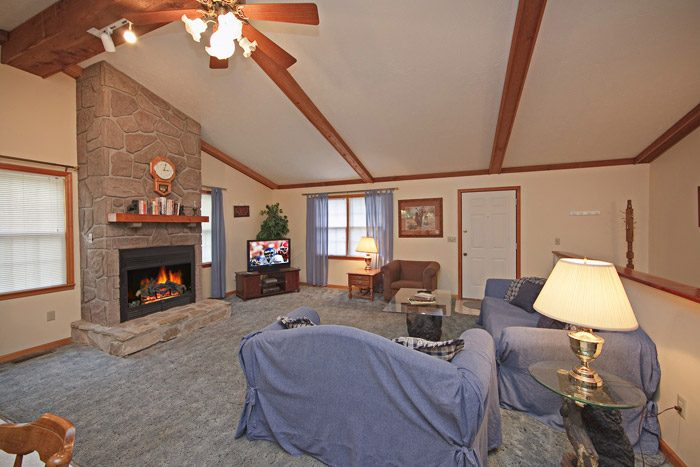Spacious Gatlinburg Chalet with Living Room - Big Bears Den