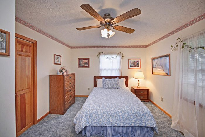 Queen Sized Bed in Chalet of Gatlinburg - Big Bears Den