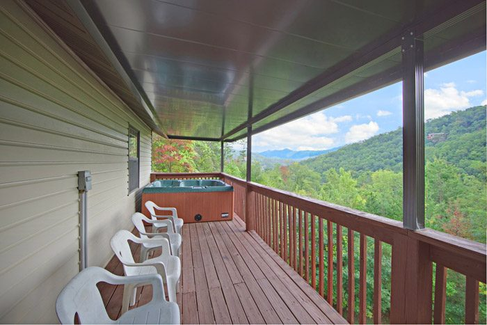 Chalet in the Great Smoky Mountains - Big Bears Den