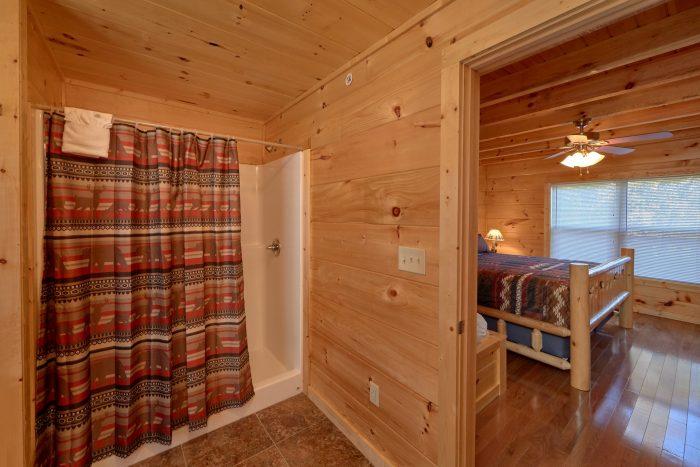 Large Walk in Shower - Big Mack Lodge