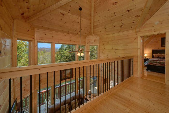 Top Floor Cat Walk Between 2 King Bedrooms - Big Mack Lodge