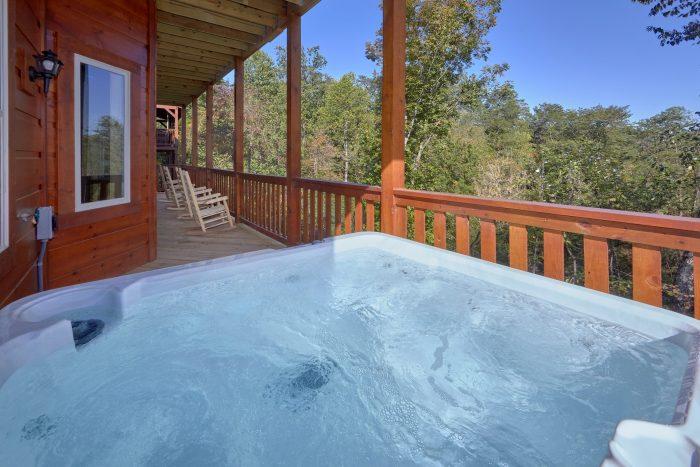 Private Hot Tub - Big Mack Lodge