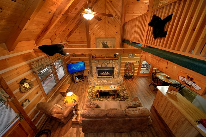 Gatlinburg Cabin with Fireplace and 2 Bedrooms - Big Sky View
