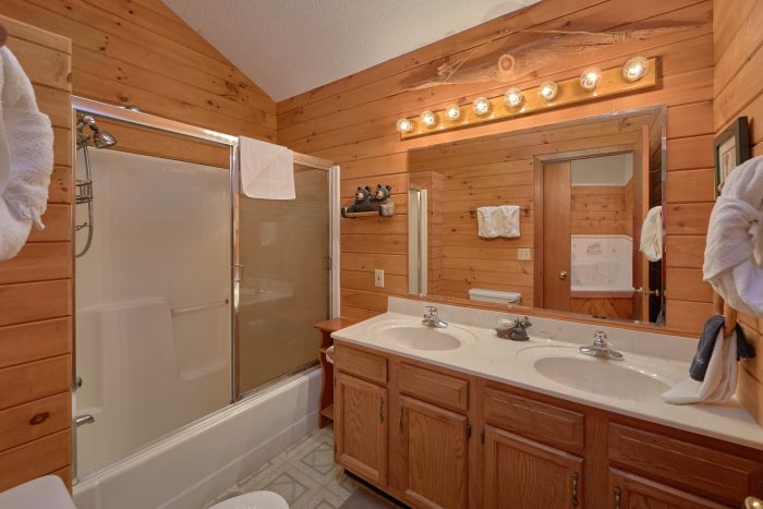 2 Full Bath Rooms Pigeon Forge Cabin - Blessed Memories