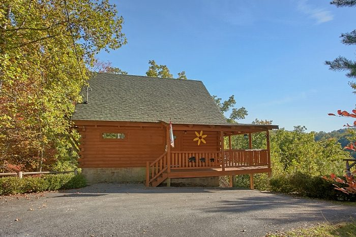 Cabin with Views of the Mountains in Gatlinburg - BlueBaery Hill