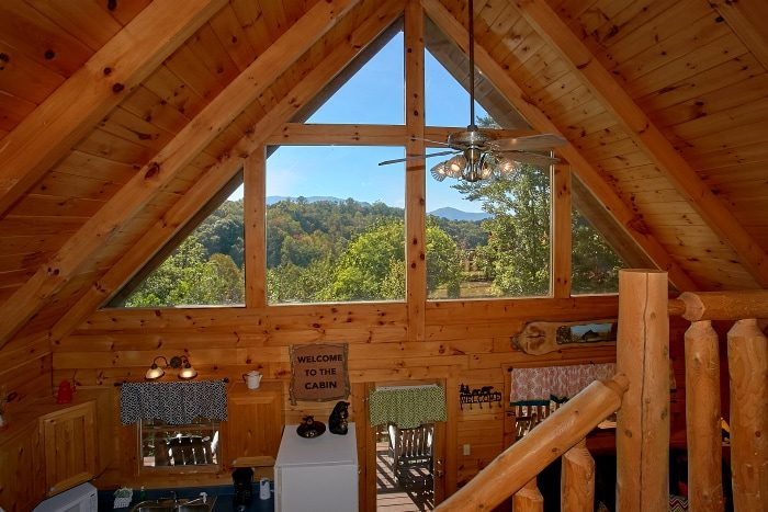 3 story Cabin with VIew and Pool Table - BlueBaery Hill