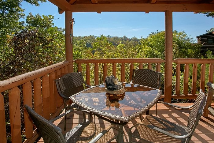 Cabin in Gatlinburg with 3 Bedrooms and View - BlueBaery Hill