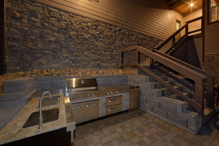 Luxury Cabin with Outdoor Kitchen and Fire Pit - Bluff Mountain Lodge