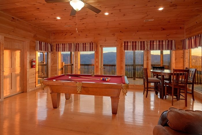 Spacious 5 Bedroom Cabin with Game Room - Breathtaker