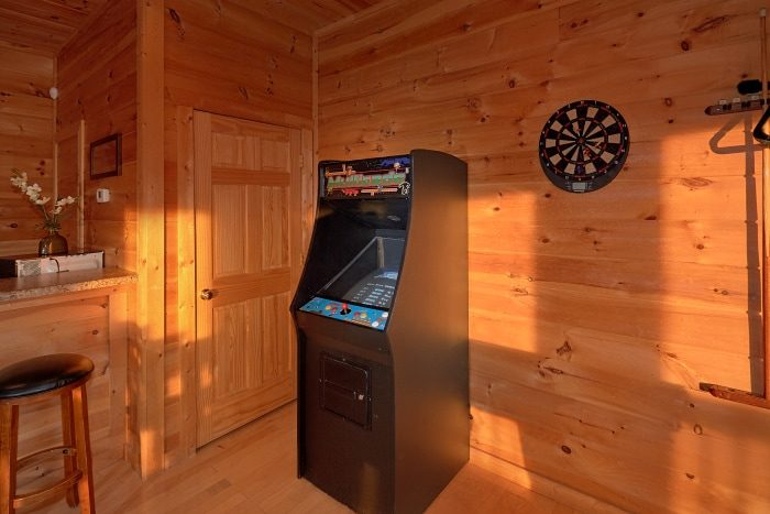 5 Bedroom Cabin with Arcade and Pool Table - Breathtaker