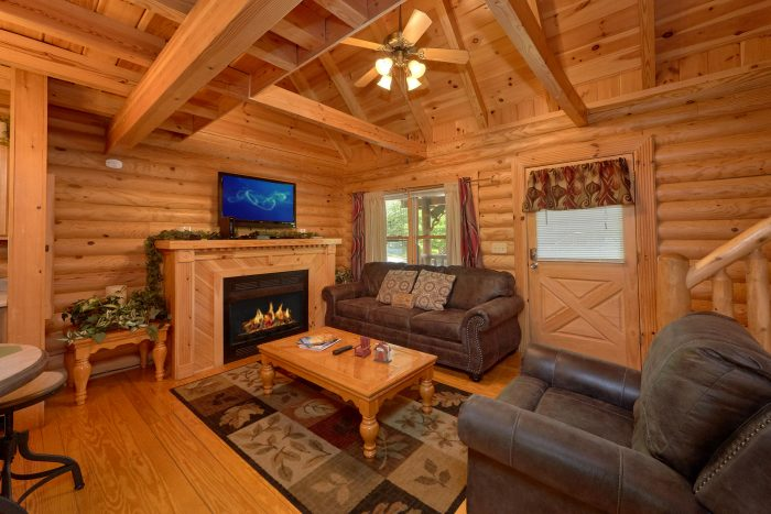 Resort cabin with Hot Tub and covered deck - Candle Light Cabin