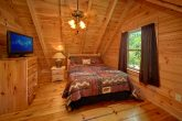 Cabin with private Queen bedroom and bath
