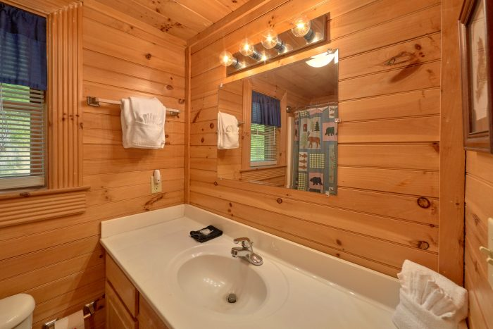 2 bedroom cabin with 2 full baths and Jacuzzi - Candle Light Cabin