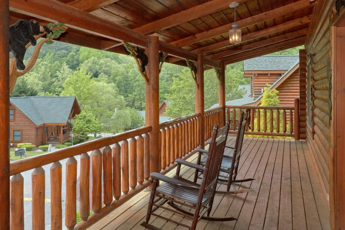 2 bedroom cabin with Hot Tub and Resort Pool - Candle Light Cabin