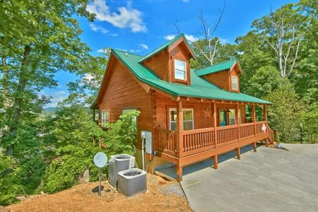 Not Too Shabby: 3 Bedroom Sevierville Cabin Rental
