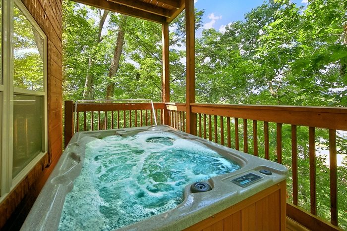 Cabin with private Hot Tub and wooded view - Catch A Star
