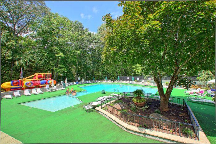 Gatlinburg Chalet with Resort Swimming Pool - Chalet Mignon