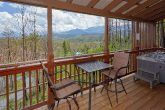 2 Bedroom Cabin with Mountain Views from deck