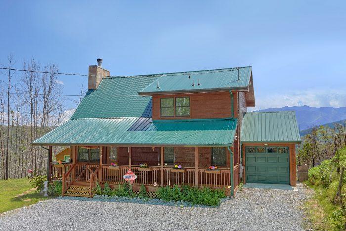 Gatlinburg Cabin with Mountain Views and Gazebo - Charming Charlie's Cabin