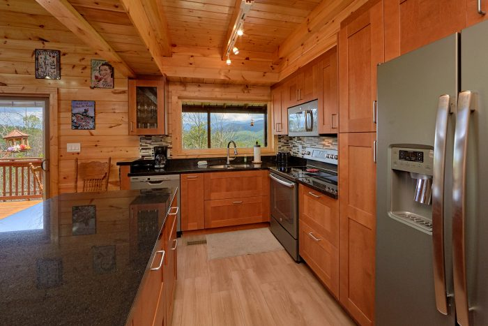 Gatlinburg Cabin with Fully furnished Kitchen - Charming Charlie's Cabin