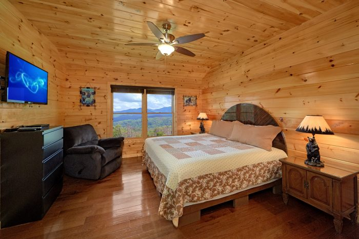 Gatlinburg Cabin with Private King Bedroom - Charming Charlie's Cabin