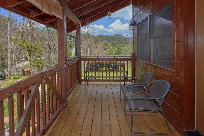 Gatlinburg Cabin with Mountain Views from deck - Charming Charlie's Cabin