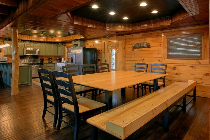 Family Size Cabin with Large Dining Room - Alpine Mountain Lodge