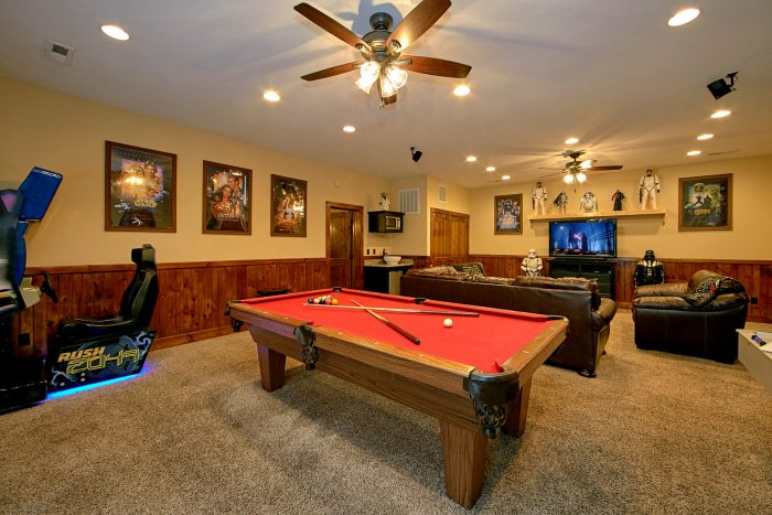 Cabin with Pool Table and Race Car Arcade Games - Alpine Mountain Lodge