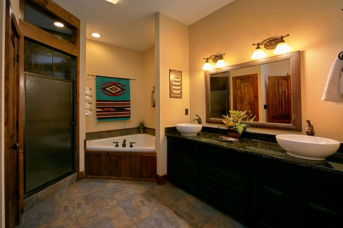 Luxury Bathroom with Jacuzzi Tub in Cabin - Alpine Mountain Lodge