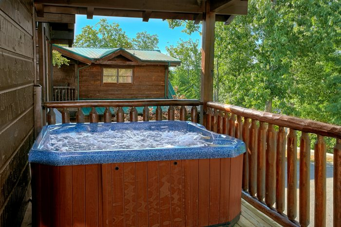 Luxury 6 Bedroom Cabin with Hot Tub and Deck - Alpine Mountain Lodge