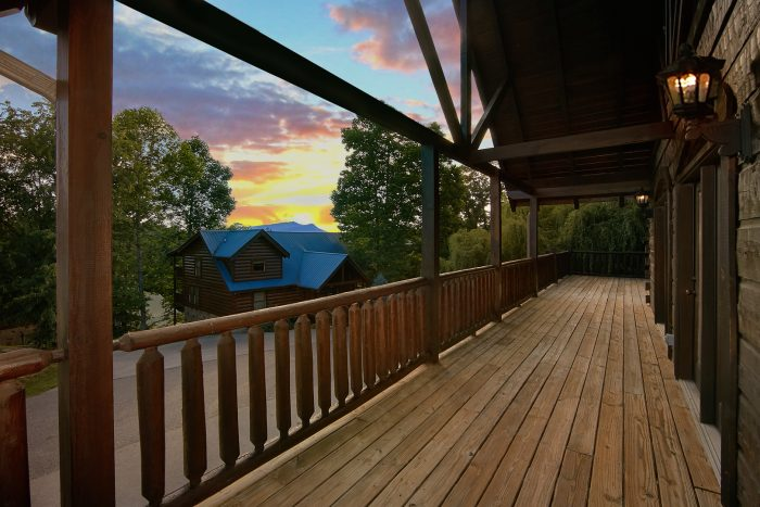 Luxury 6 Bedroom Cabin with Covered Decks - Chateau Relaxeau