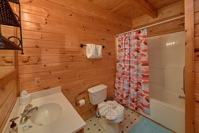 2 Bedroom Cabin with 2 Bathrooms - Cherokee Creekside