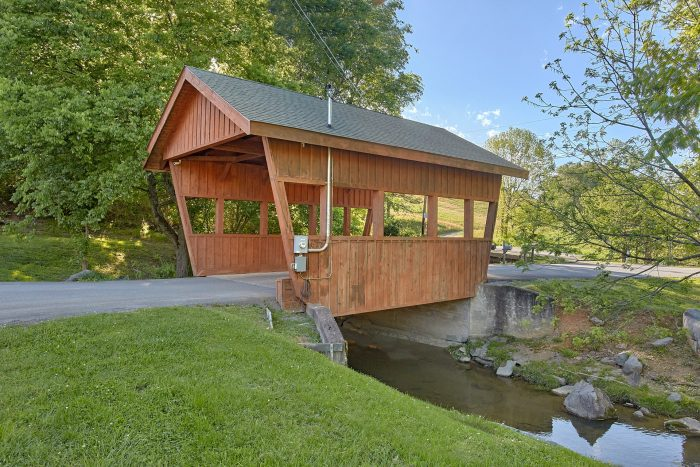 2 Bedroom Cabin in a Resort near Dollywood - Cherokee Creekside