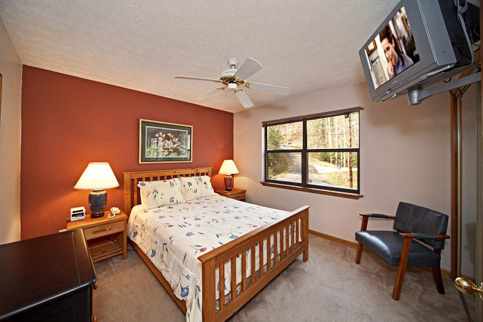 Queen Bed on Main Level - Cherokee Springs