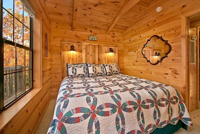Cabin with Custom King Bed - Cloud 9