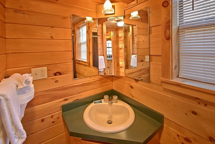 Cabin with bath vanity and mirrors - Cloud 9