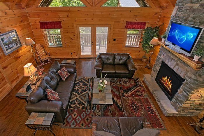Premium Rental Cabin with Spacious Living Room - C'Mon Inn