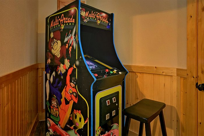 Cabin with Pac Man Arcade Game and Pool Table - C'Mon Inn
