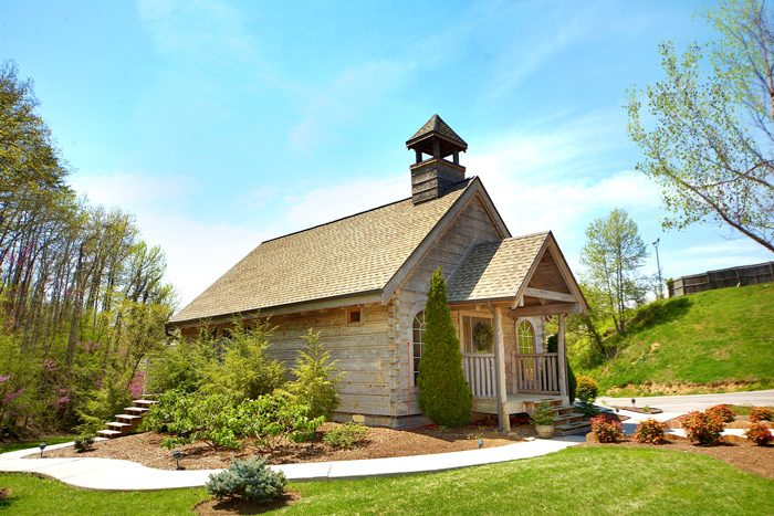 6 Bedroom Cabin with Resort Wedding Chapel - C'Mon Inn