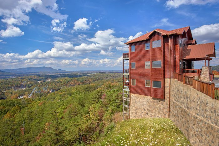 Spacious 6 Bedroom Cabin overlooking Dollywood - Copper Ridge Lodge
