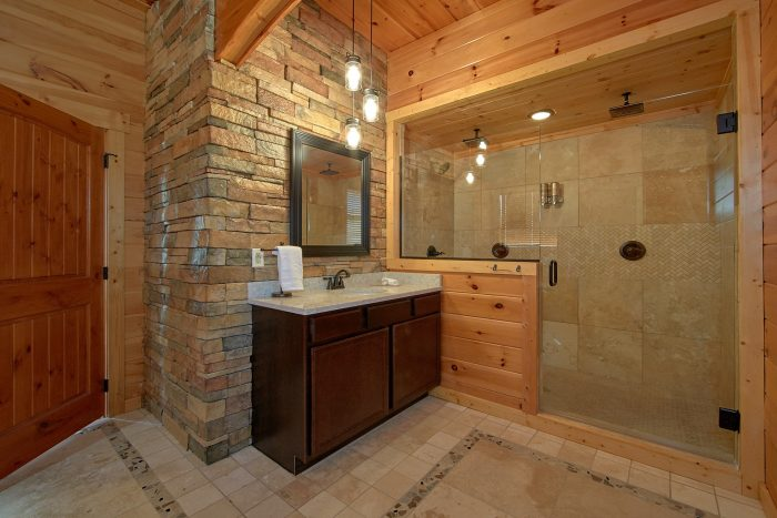 Luxurious Master Bathrom with Double Shower - Copper Ridge Lodge