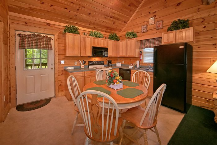2 bedroom cabin with kitchen and hot tub - Country Comfort